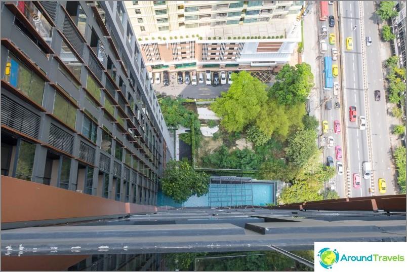 Näkymä uima-altaan 26. kerroksesta