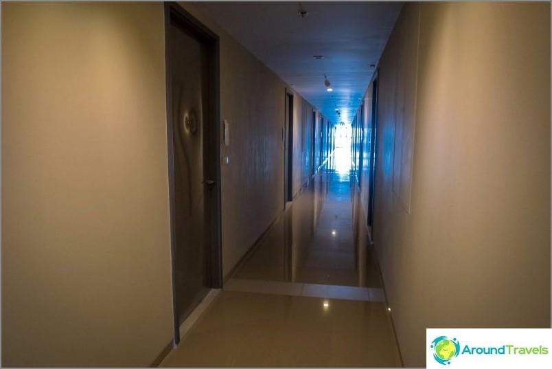 Huoneistoihin johtava käytävä