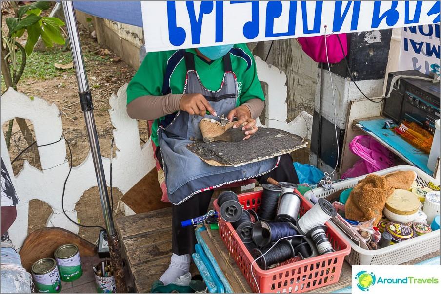 Магазин за обувки на открито