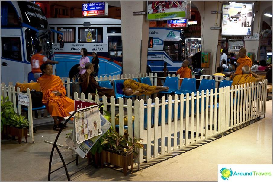 Joillakin linja-autoasemilla on henkilökohtainen munkkikynä