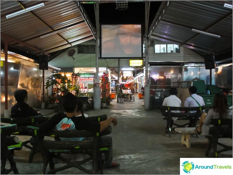 Ilmaiset miniteatterimarkkinat Chiang Maissa