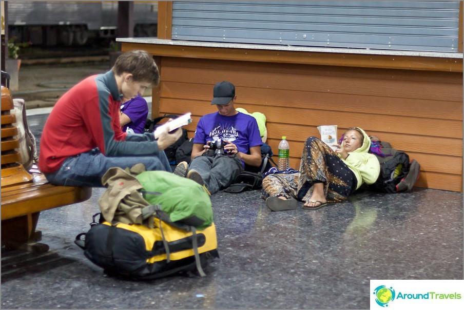 Vain Farangi Backpackers