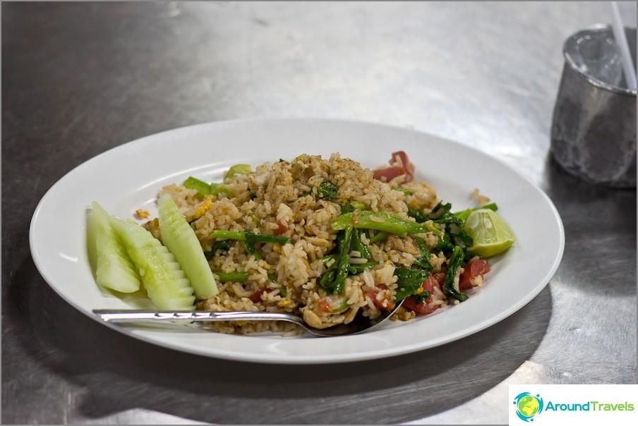 Thai paistettu riisi vihanneksilla