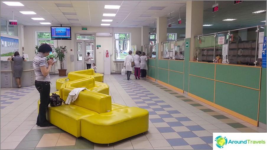 Ehkä he hoitavat meidät sairaalaan täällä, jos olemme onnekkaita.