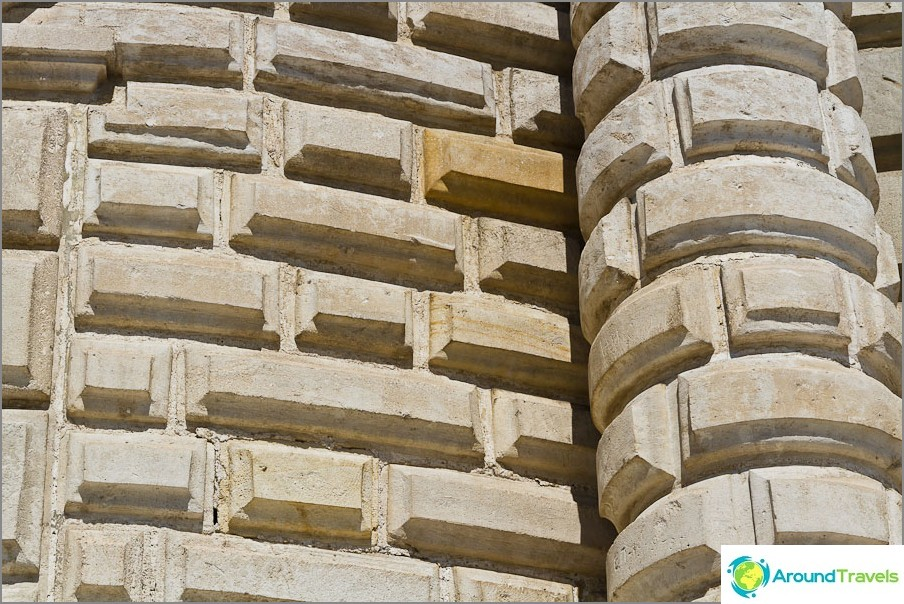 Korkeammat seinät - veistetyt tiilipäällysteet