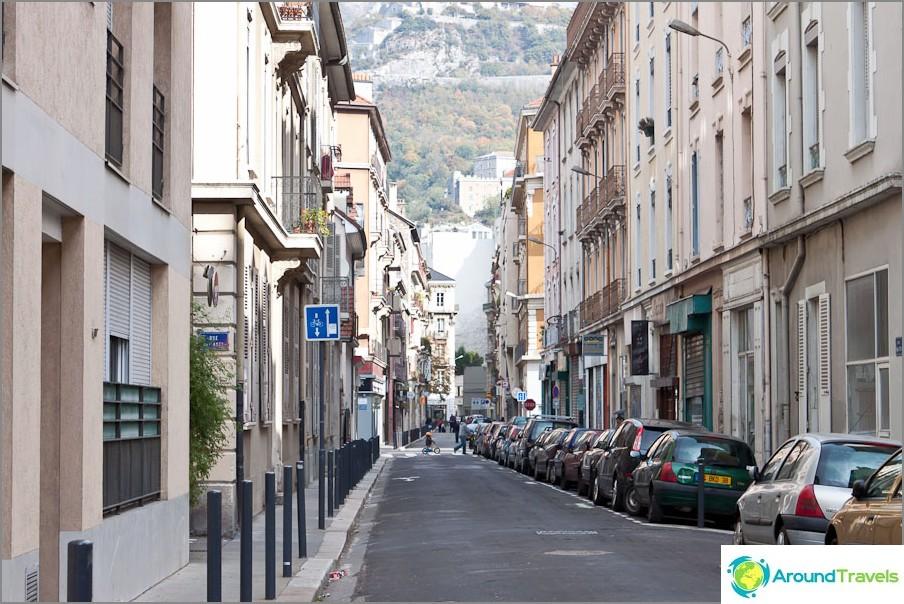 Ranskan vuoret Grenoblessa ovat näkyviä minne ikinä katsotkin