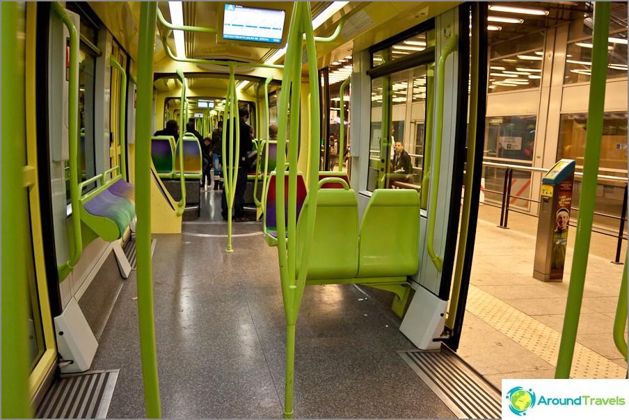 Sisäänkäynti Grenoble-raitiovaunuun ilman lähtöä