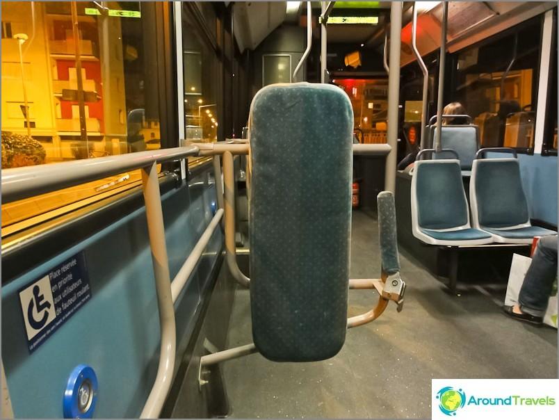 Grenoble-raitiovaunun sisällä