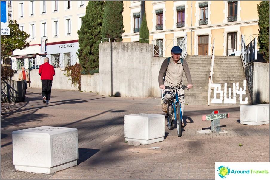 Vanhukset Grenoble-pyöräilijä