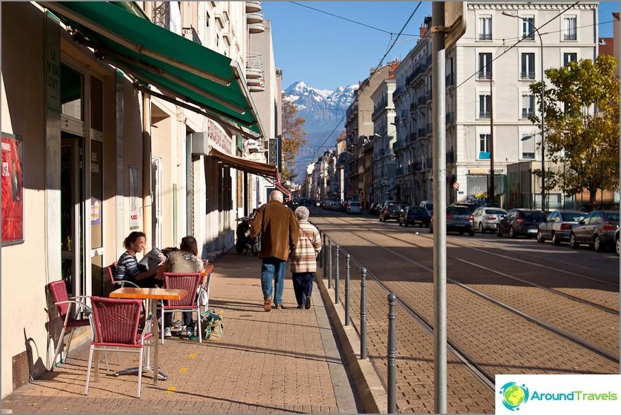 Grenoble-kahvila ja ranskalaiset vuoret