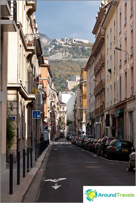 Jokainen Grenoblen katu päättyy vuorelle