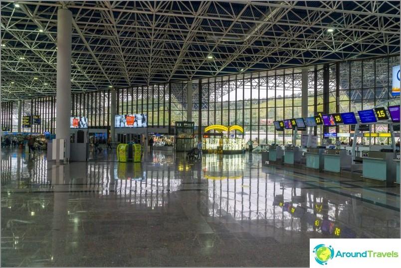 Как да стигнете от / до летището в Сочи (Адлер) - автобус, такси, лястовица