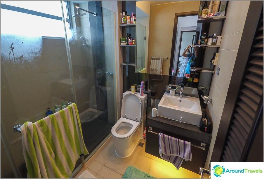 Kylpyhuone ensimmäisessä makuuhuoneessa