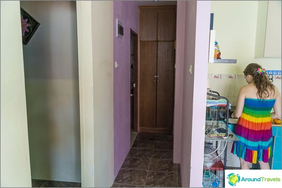 Käytävä johtaa makuuhuoneisiin