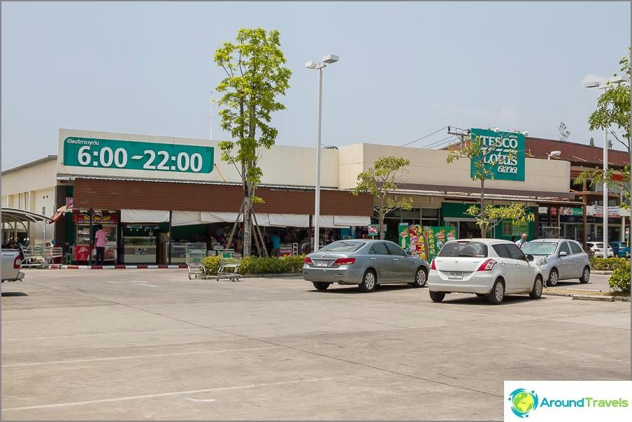 Tesco Supermarket Bang Taossa