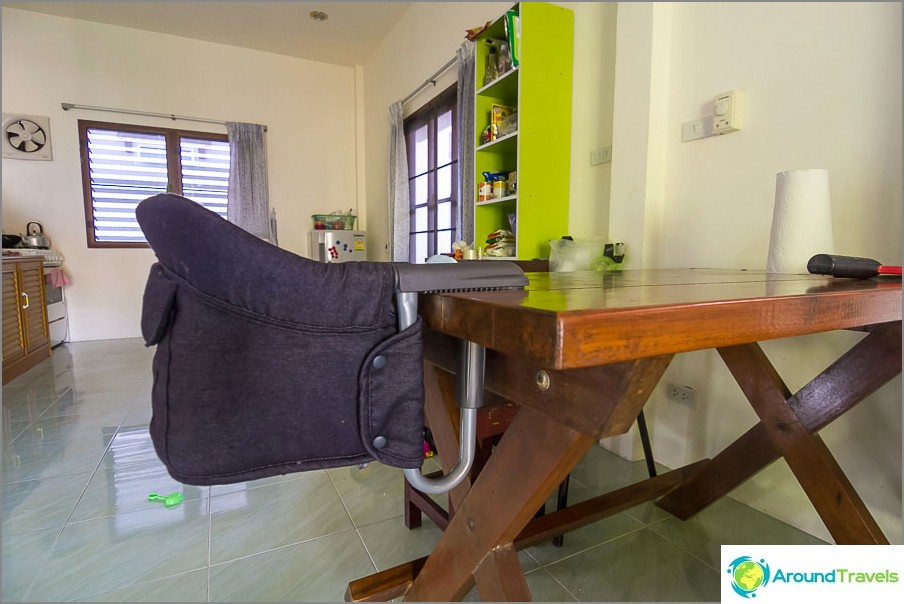 Erittäin korkea tuoli, kevyt ja kompakti, aina kanssamme