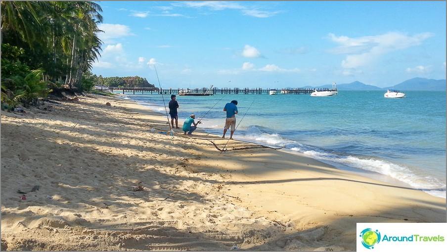 Maenam Beach ja etäisyydellä Lomprayan laituri