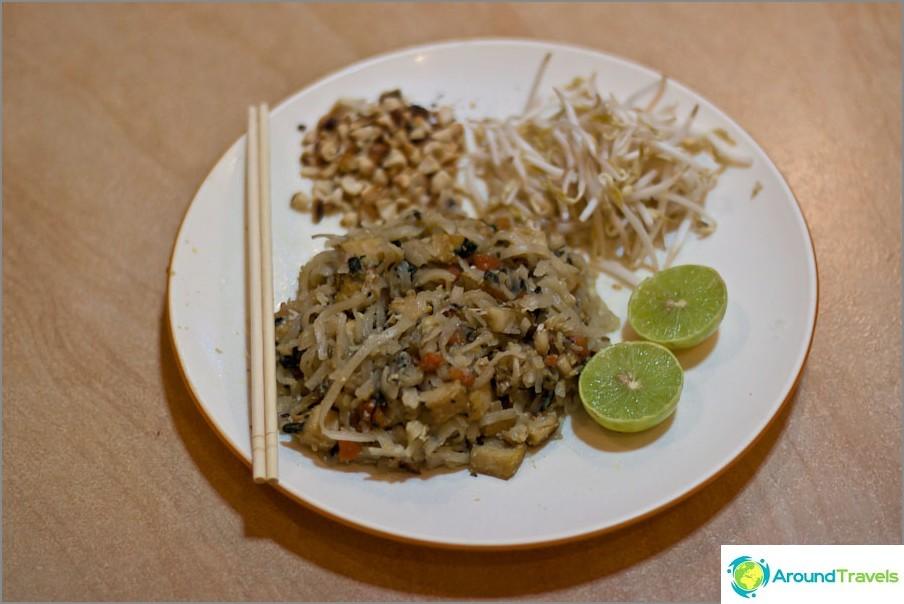Ensimmäinen keitetyt ateriamme on Pad Thai