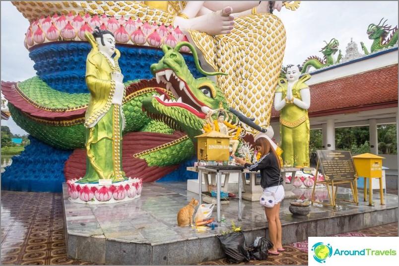 Temppelikompleksi Play Laem - turisti, mutta erittäin kaunis paikka