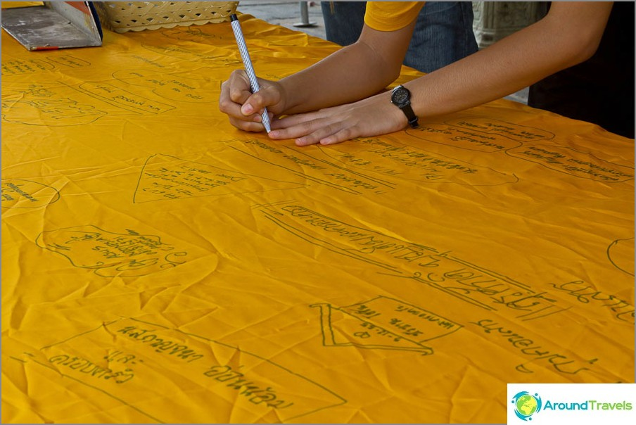 Kirjoita toiveet keltaiselle liinalle