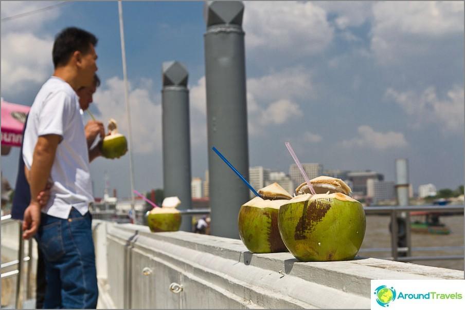 Kookospähkinät sammuttavat janoa lämmöstä hyvin