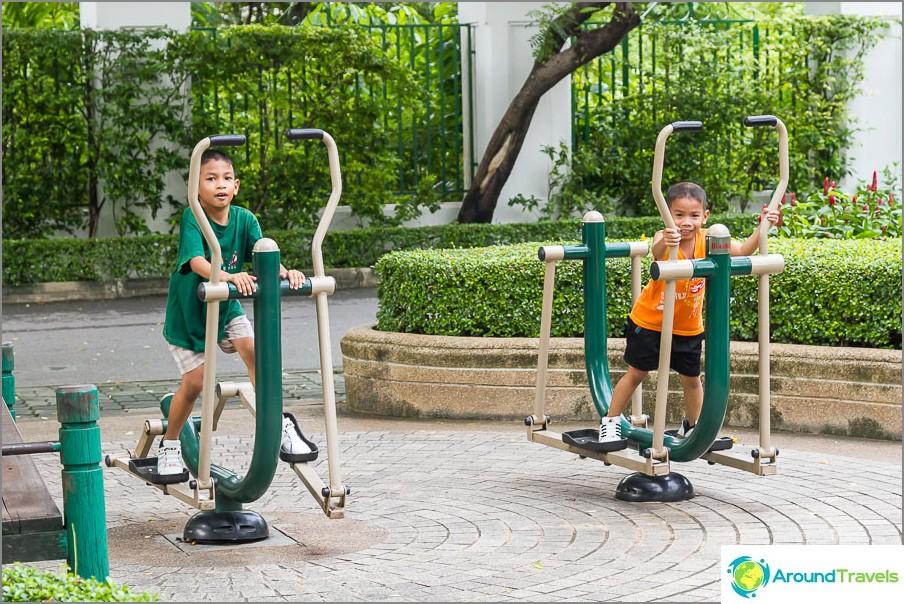 Liikuntalaitteet lapsille ja aikuisille