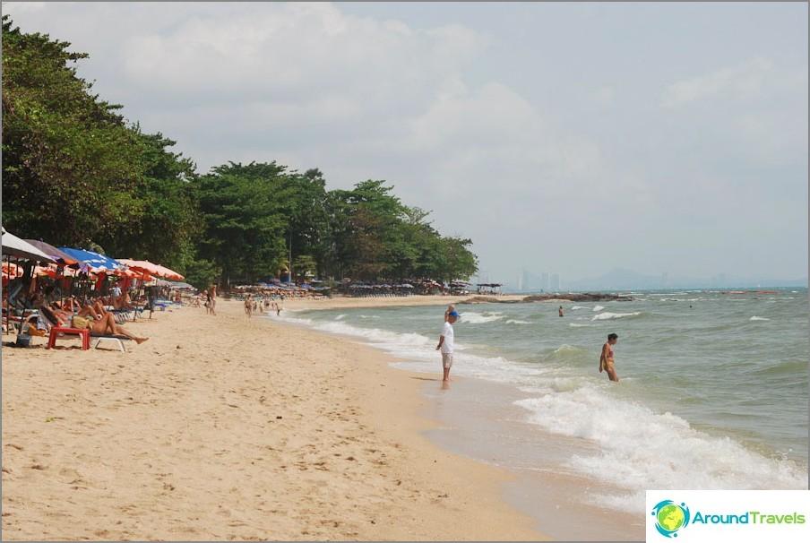 Näkymä rannan eteläosaan