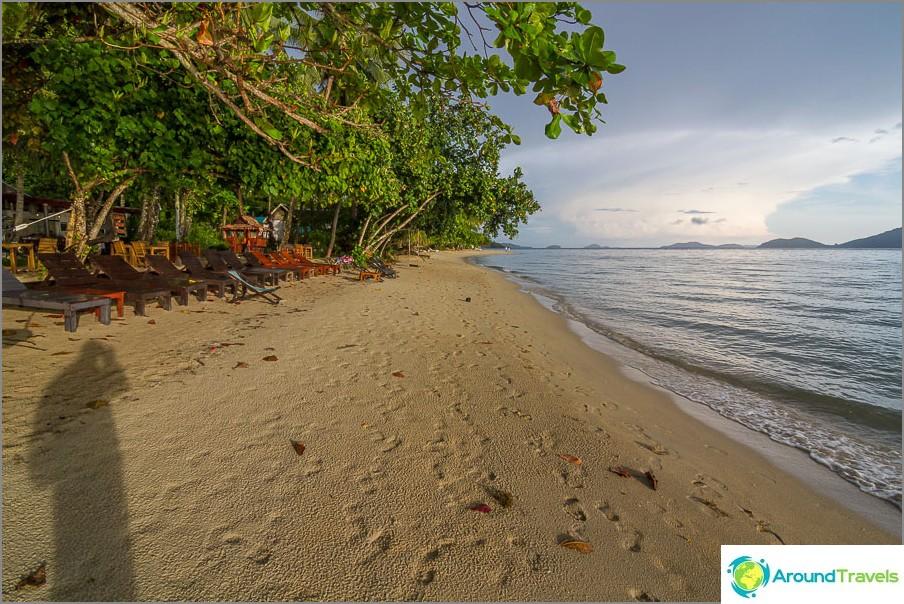Klong Kloin ranta lähellä lomakeskusta