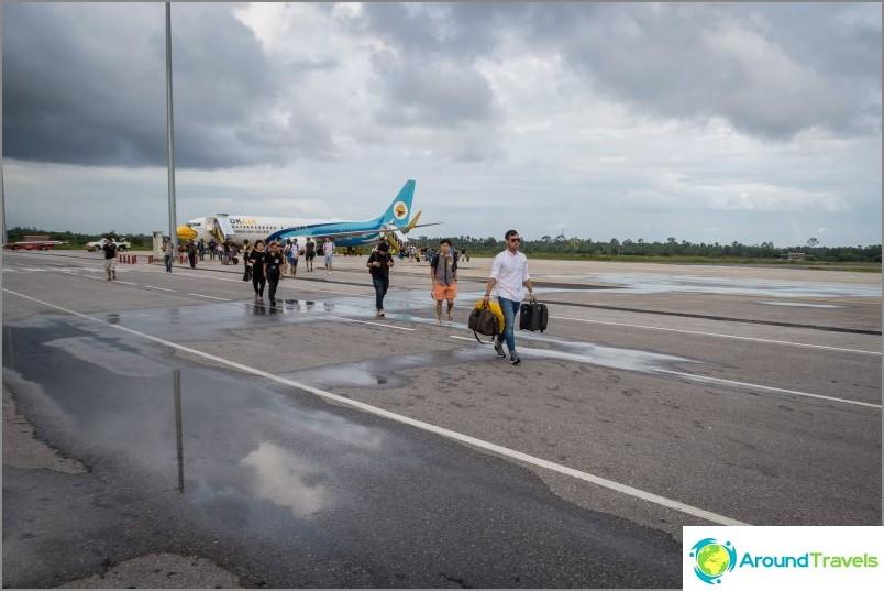 Полет NokAir през Nakhon Si Tammarat и след това с автобус и ферибот