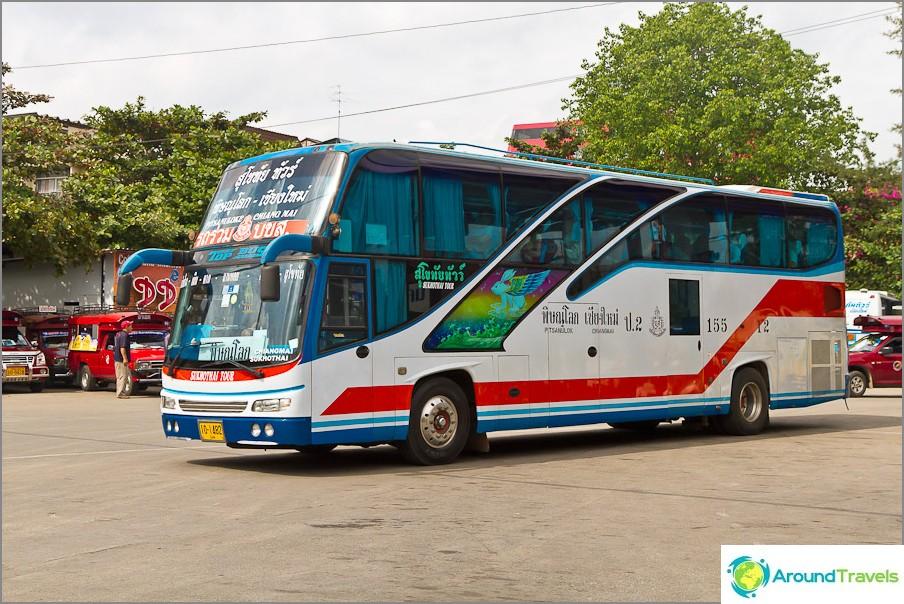 Междуградските автобуси изглеждат така, има и двуетажни