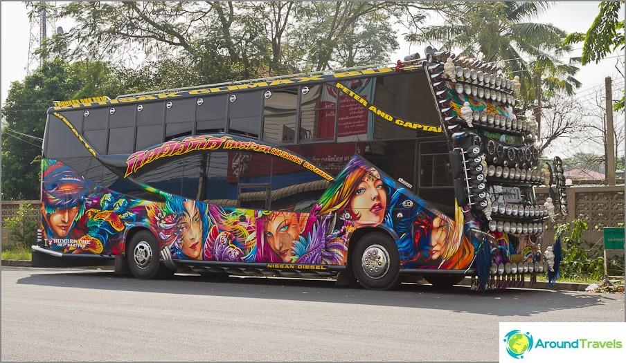 Местните автобуси могат да бъдат много цветни