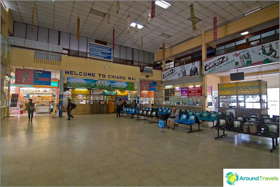 Вътре в старата сграда на Аркадния автобусен терминал
