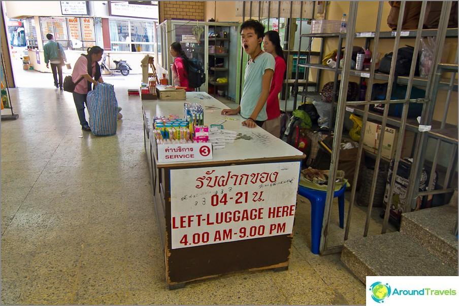 Съхранение на багаж на автобусния терминал Chiang Mai - стара сграда