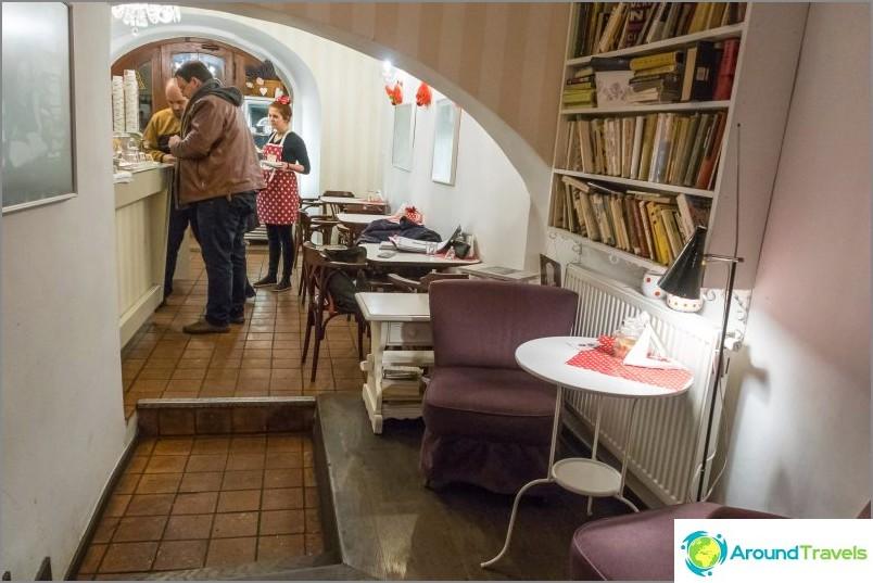 Кафе Creme de la Creme - на посещение на френска баба