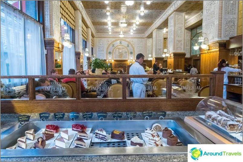 Imperial Cafe в Прага - момче, къде са твоите родители?