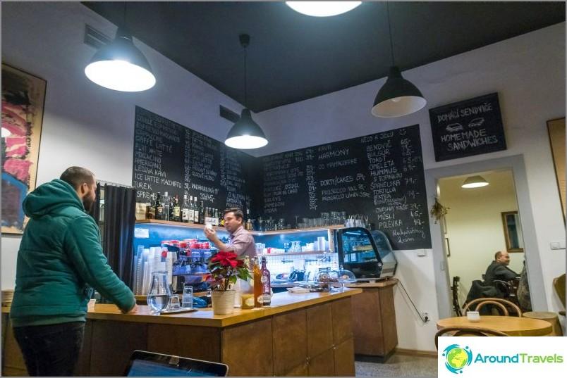 Zizkavarna-kahvila Prahassa - odottamattoman miellyttävä paikka
