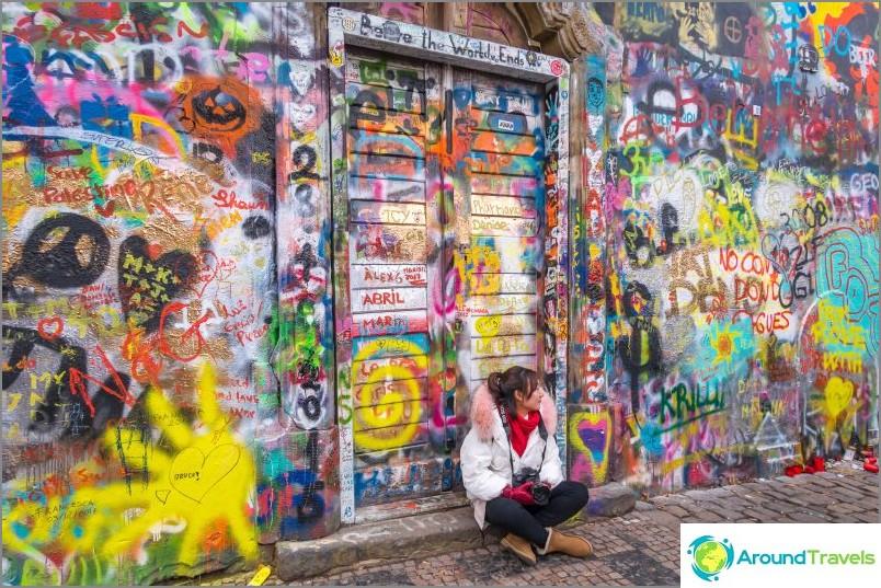 Lennonin muuri Prahassa - kolmekymmentä metriä katutaidetta