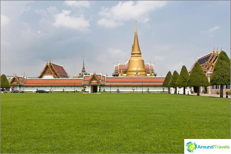 Kuninkaanlinnakompleksi Bangkokissa
