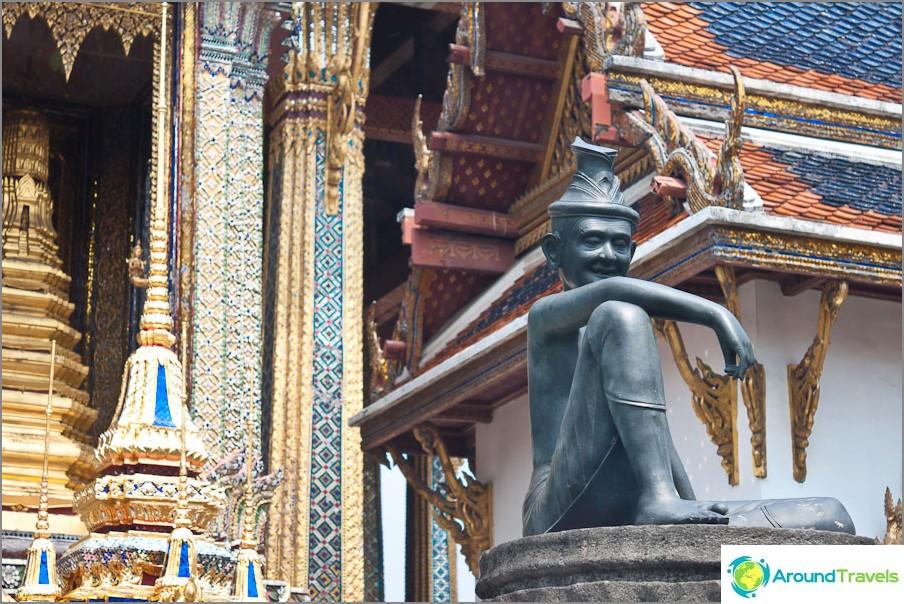 Lähellä Emerald Buddhan temppeliä
