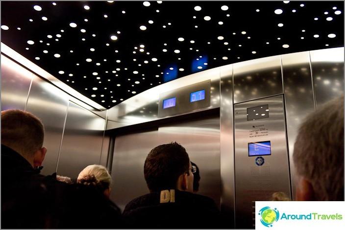 С асансьор до небето