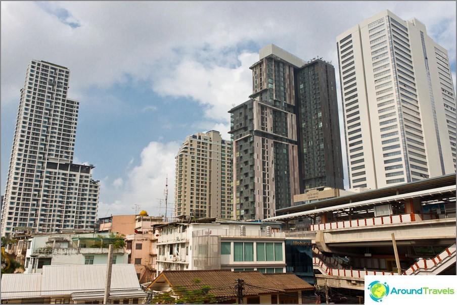 Modernit rakennukset Bangkokissa