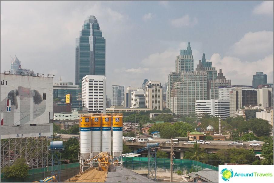 Pilvenpiirtäjät Bangkokissa