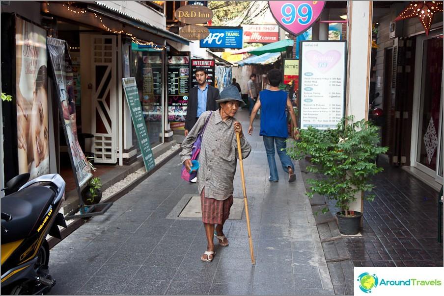 Bangkokin kapeat kadut