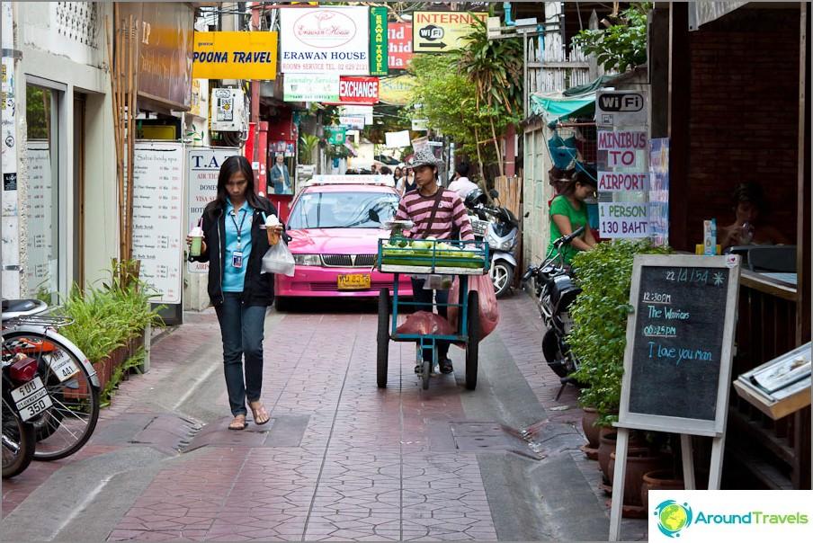 Kapeat kadut Bangkokin keskustassa