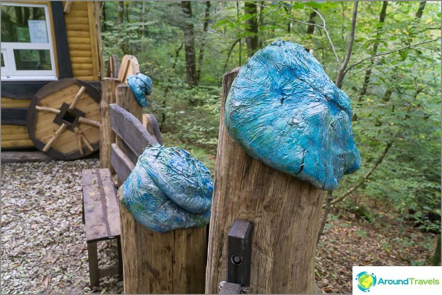Upea idea miten tehdä hattu roskapussin ja sementin avulla.
