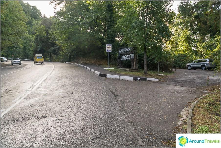 Pysäköinti Volkonoski dolmen lähellä moottoritietä