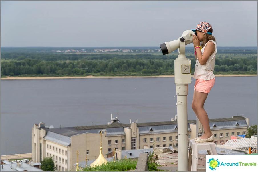 Биноклите са инсталирани на наблюдателната площадка, 10 рубли