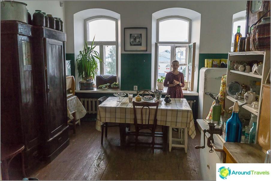 Yhteisen asunnon tyypillinen keittiö