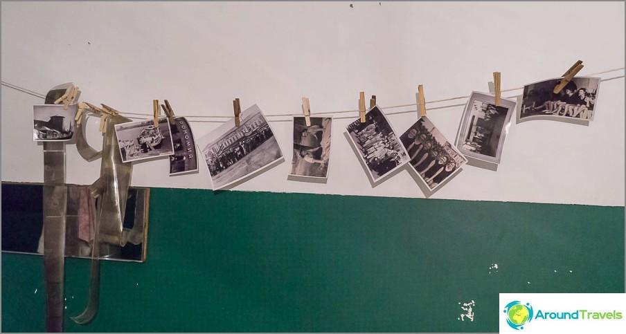 Valokuvat kuivataan köydellä kylpyhuonetyypissä