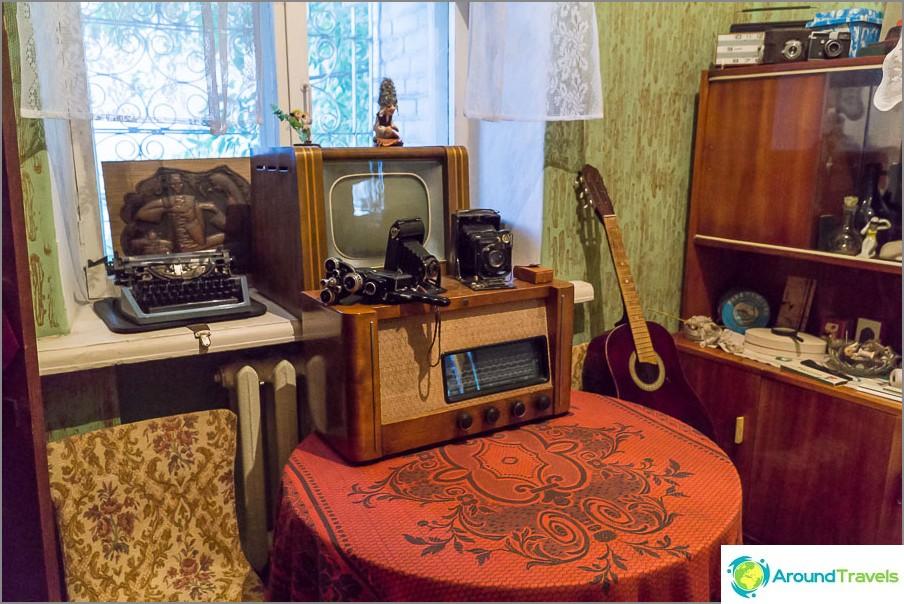 Komsomol-tytön huone, vaikka tekniikka sopii paremmin kaverille